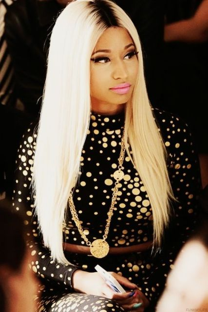 Most-Extravagant-Nicki-Minaj-Outfits.blonde-long-hairstyle