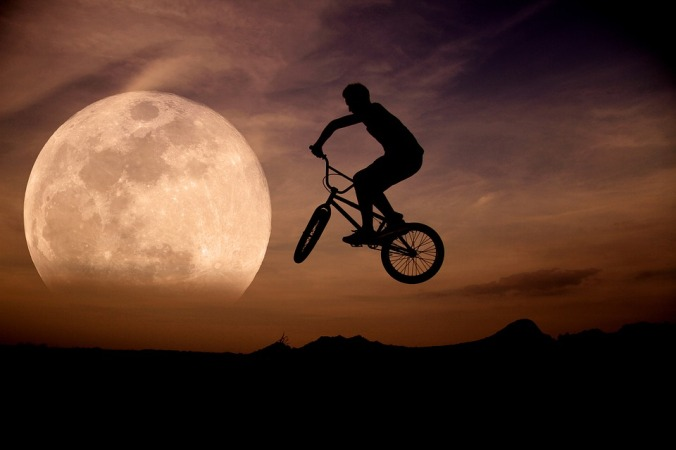 moon-1265088_960_720