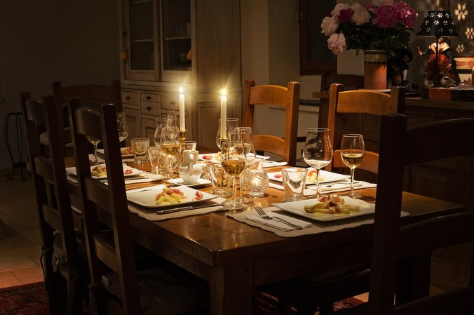 dinner-table-1433494_960_720.jpg