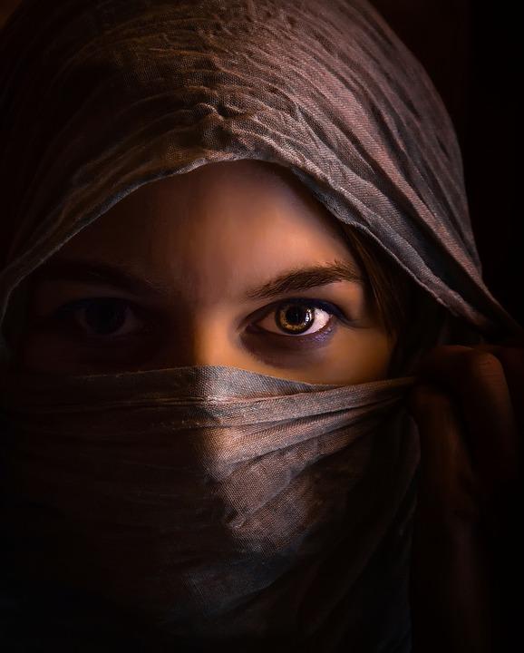 woman-1335487_960_720.jpg
