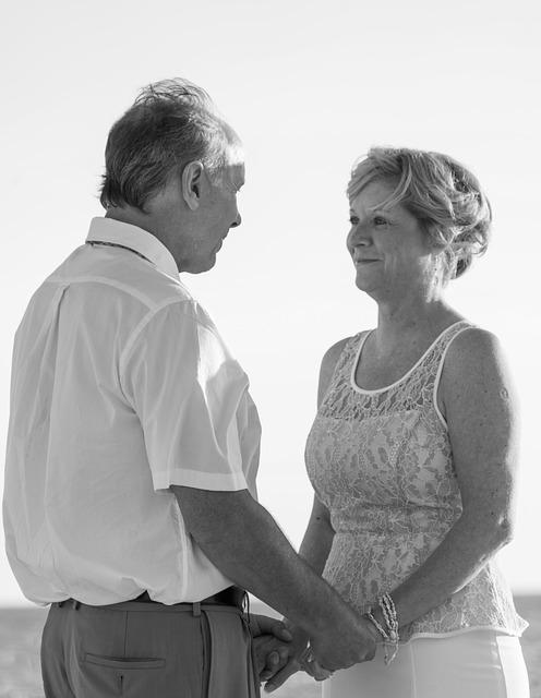 beach-wedding-1934697_640