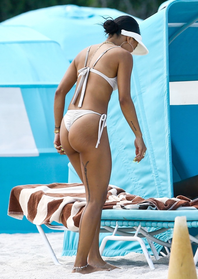 Karrueche Tran Hangs Out At The Beach With Friends